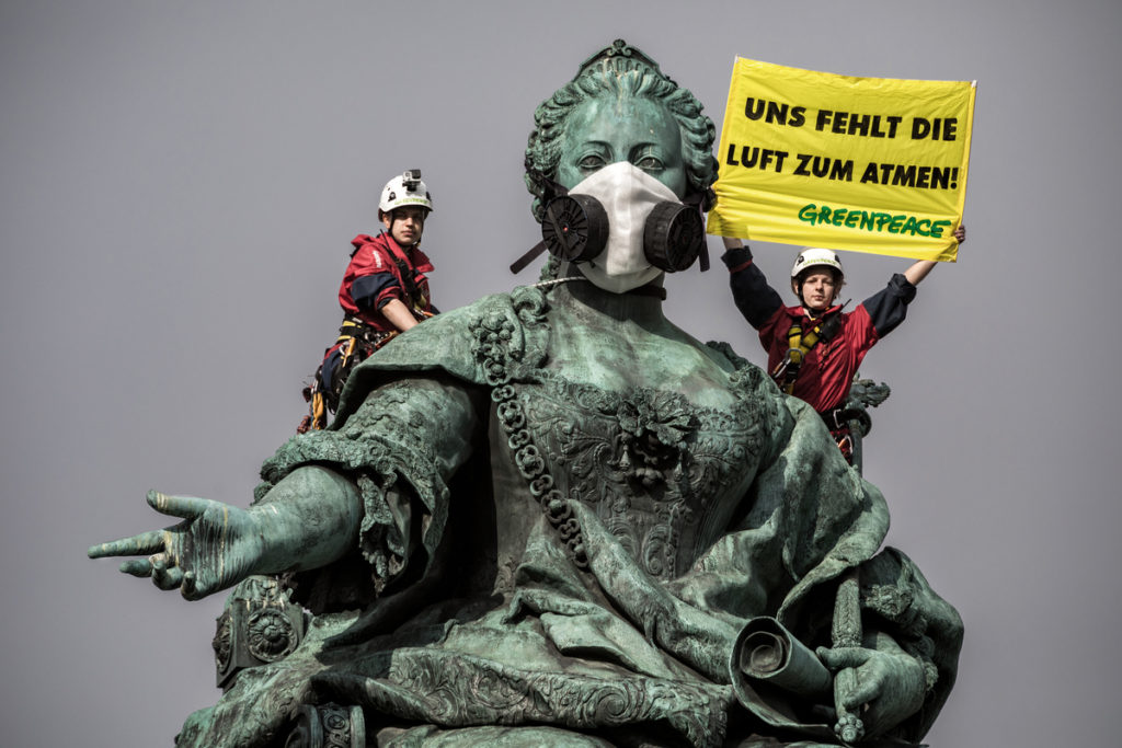 Greenpeace: Action against Air Pollution in Vienna