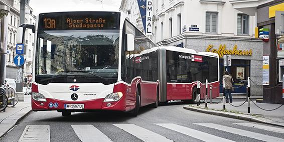 Testfahrt mit einem Gelenkbus der Wiener Linien